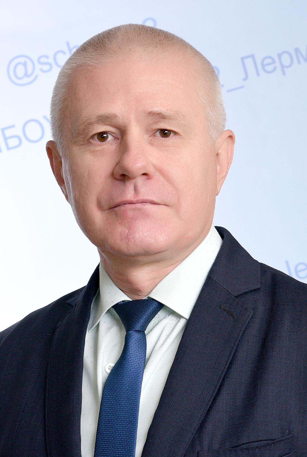 Директор Коломиец Михаил Николаевич